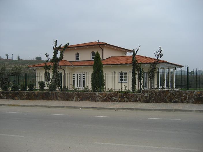 golf-masia-bach-prefabricated-single-family-house-sant-esteve-sesrovires-barcelona-02
